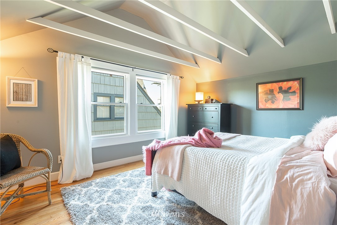 Sold Property   5015 S Alaska Street Seattle, WA 98118 13