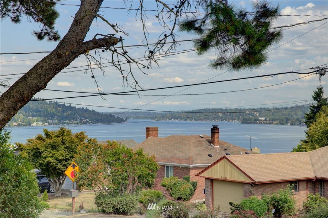 Sold Property | 10941 Oakwood Avenue S Seattle, WA 98178 1