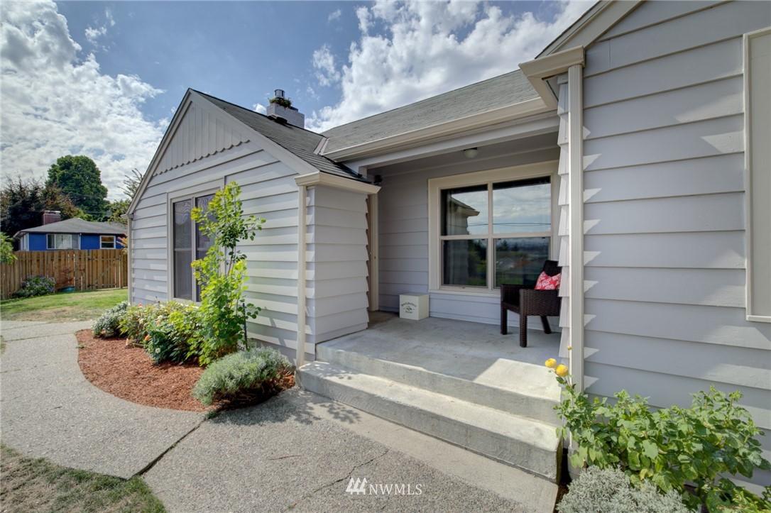 Sold Property | 10941 Oakwood Avenue S Seattle, WA 98178 2