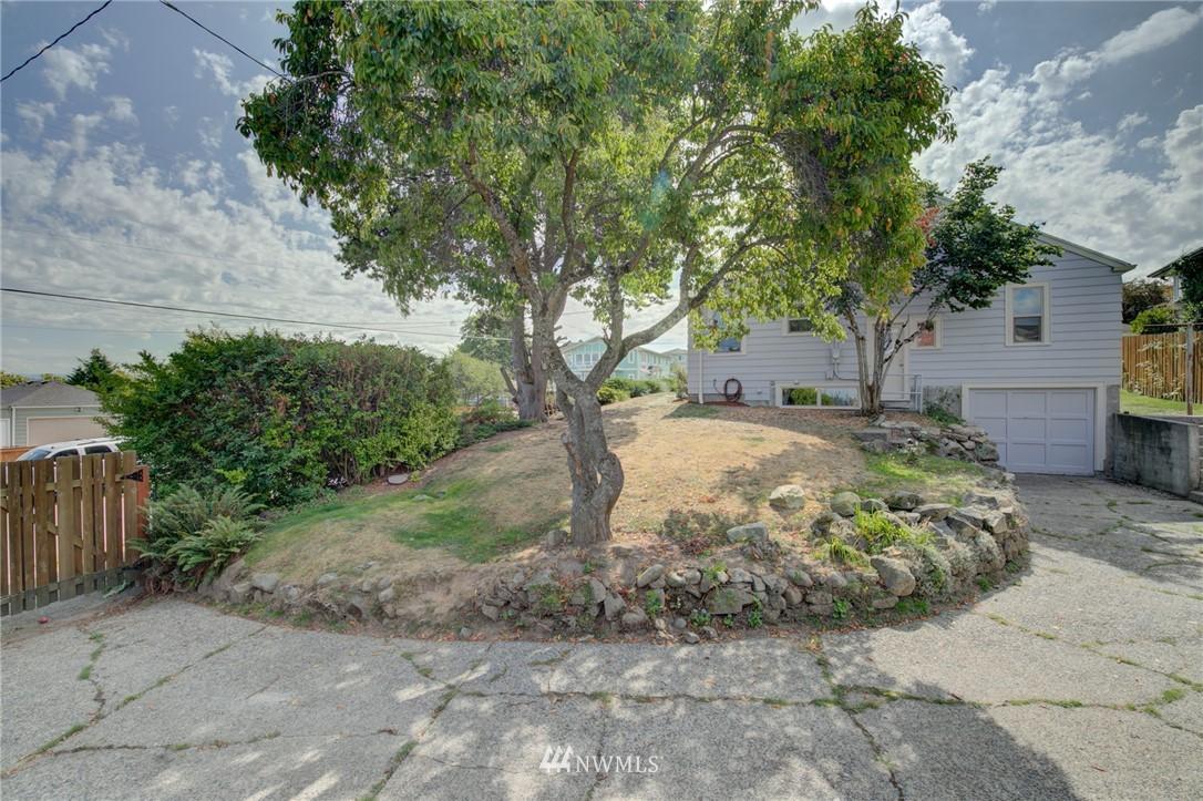 Sold Property | 10941 Oakwood Avenue S Seattle, WA 98178 3