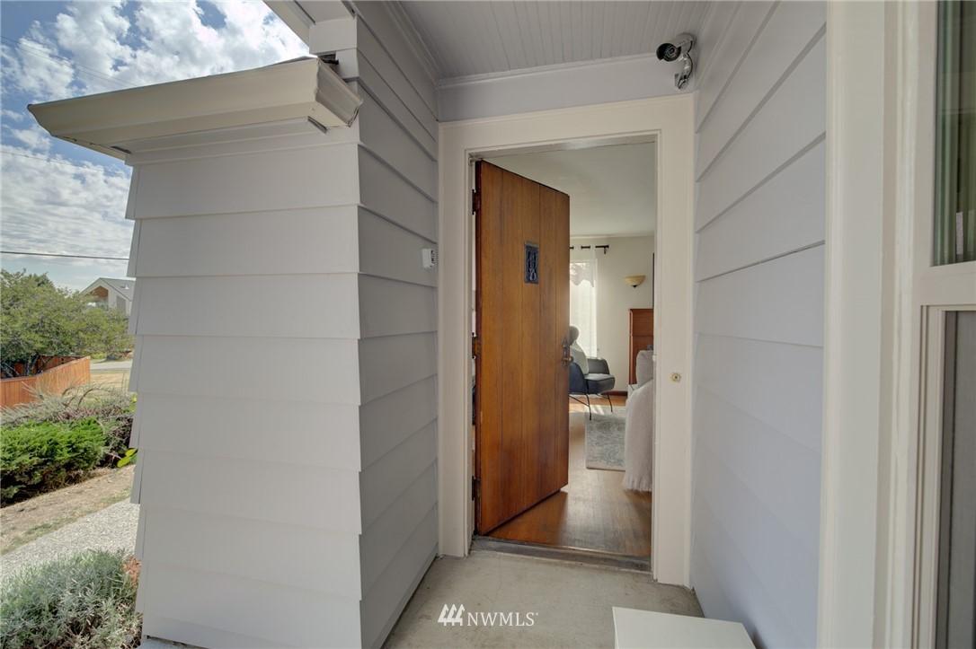 Sold Property | 10941 Oakwood Avenue S Seattle, WA 98178 4