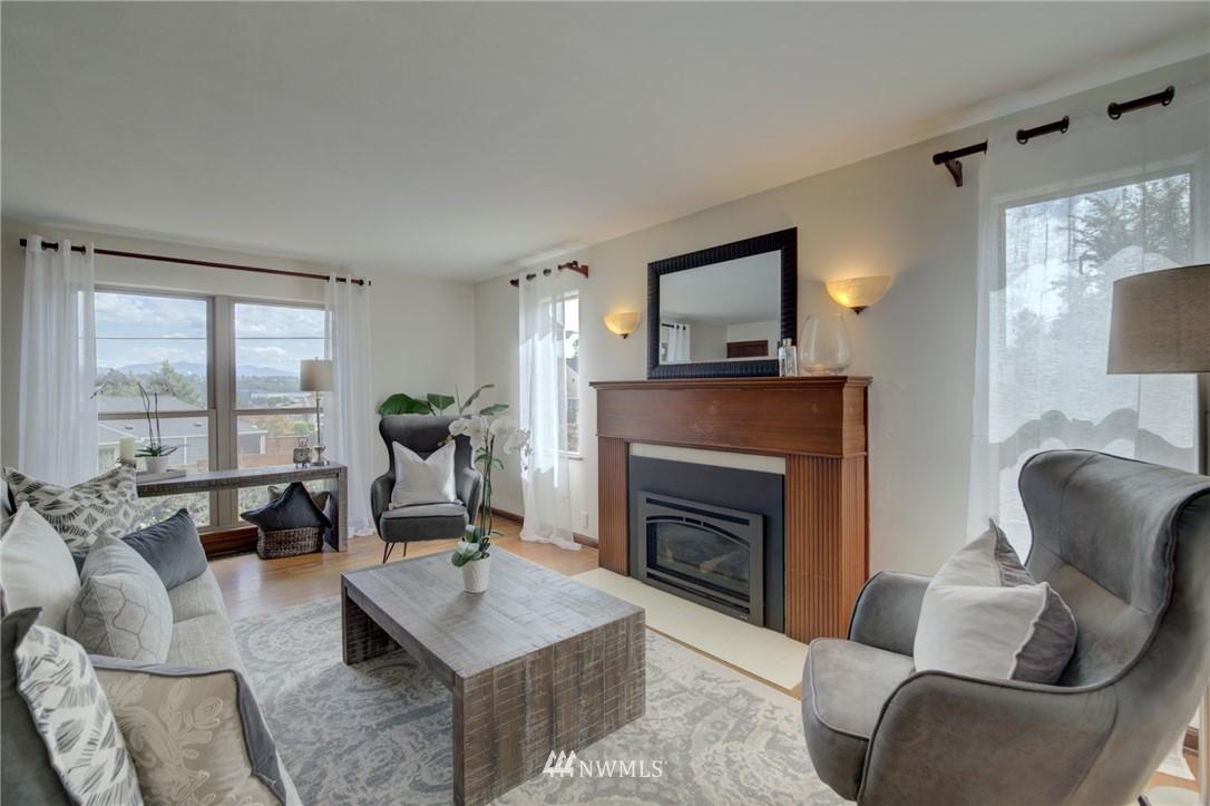 Sold Property | 10941 Oakwood Avenue S Seattle, WA 98178 5