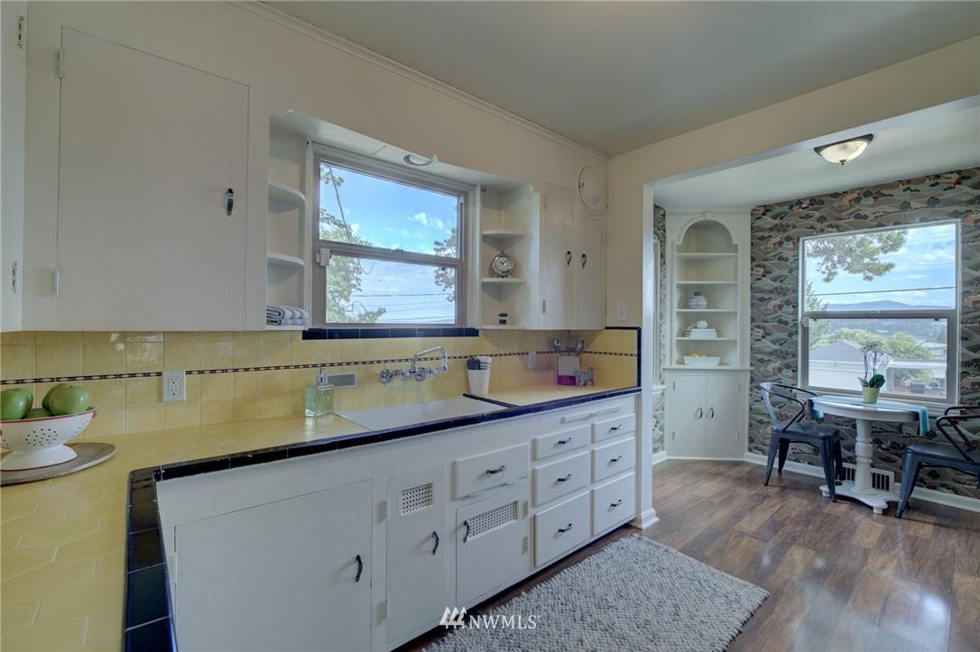Sold Property | 10941 Oakwood Avenue S Seattle, WA 98178 11