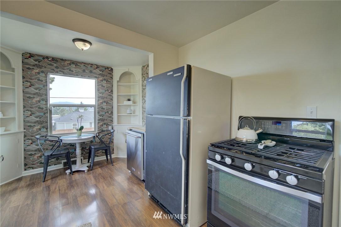 Sold Property | 10941 Oakwood Avenue S Seattle, WA 98178 12