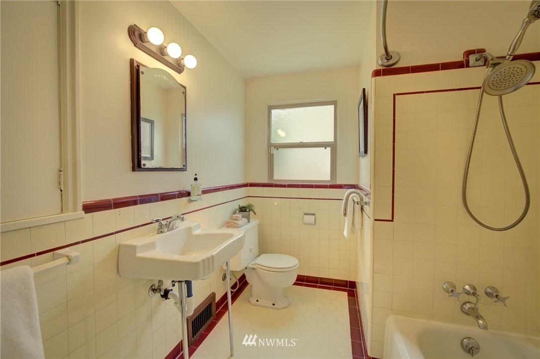 Sold Property | 10941 Oakwood Avenue S Seattle, WA 98178 15