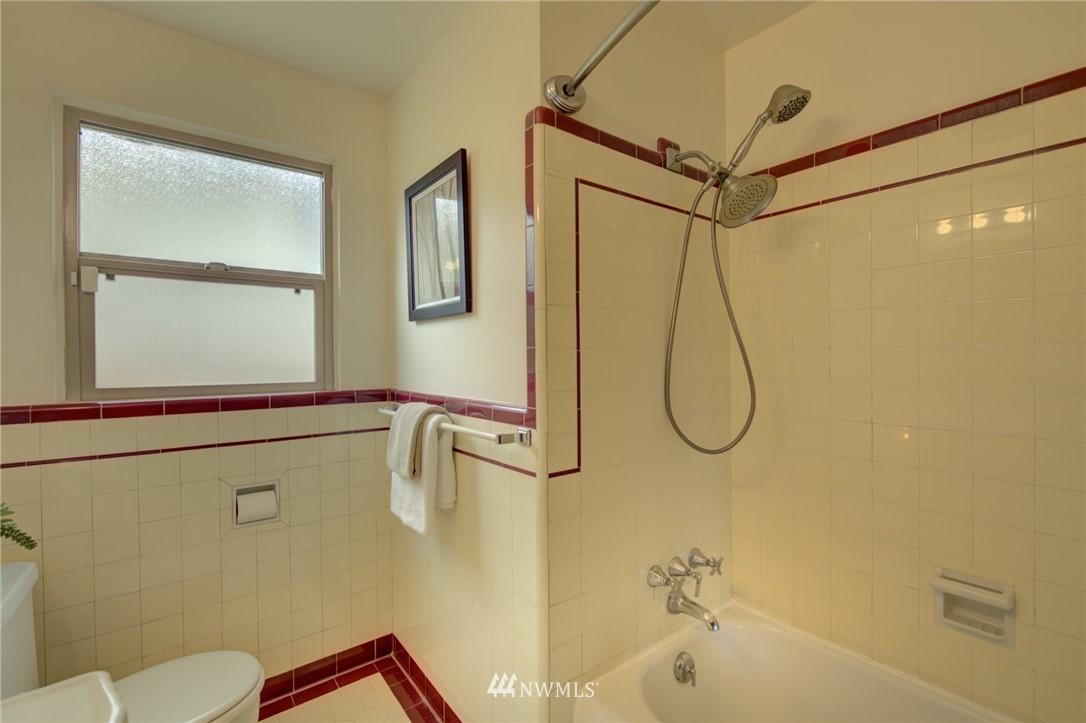 Sold Property | 10941 Oakwood Avenue S Seattle, WA 98178 16