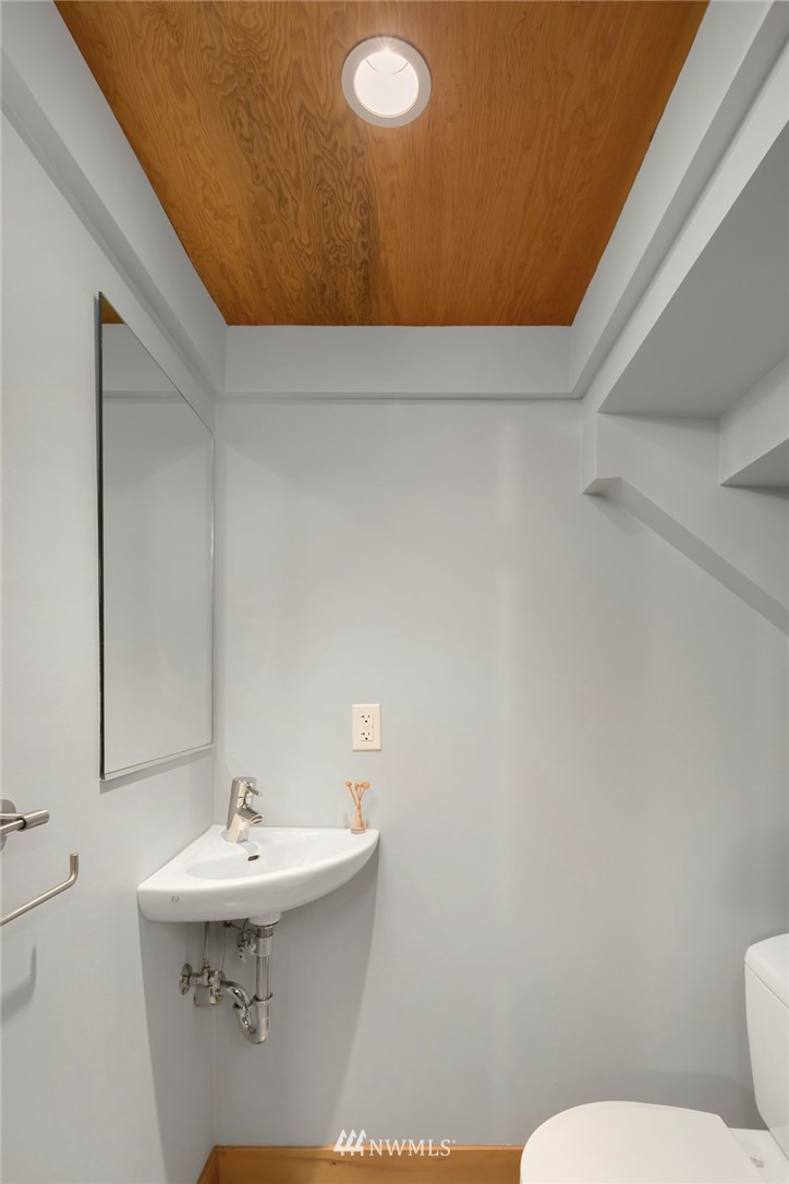 Sold Property | 1724 SW Barton Street Seattle, WA 98106 5