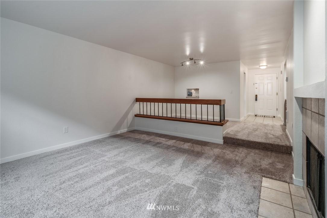 Sold Property | 10545 Meridian Avenue N ##104 Seattle, WA 98133 6
