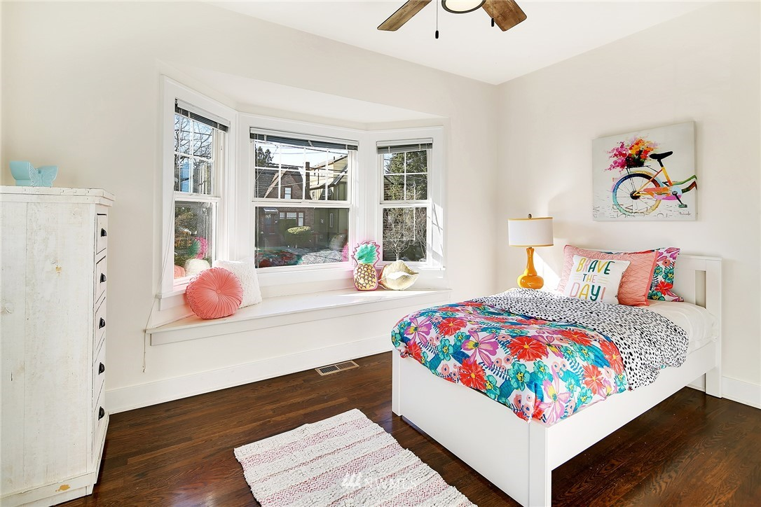 Sold Property   3440 39th Avenue SW Seattle, WA 98116 13