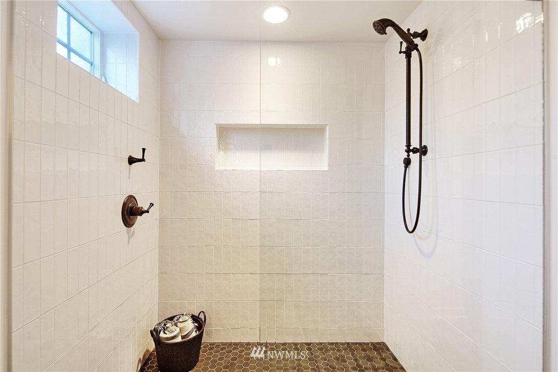 Sold Property   3440 39th Avenue SW Seattle, WA 98116 20