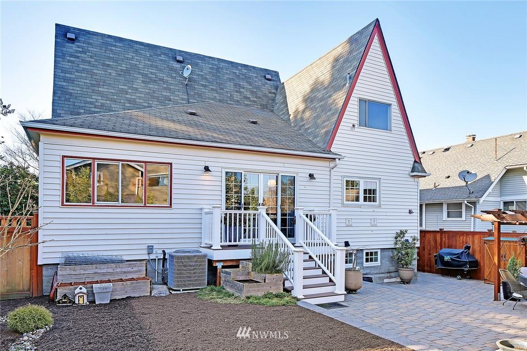 Sold Property   3440 39th Avenue SW Seattle, WA 98116 26