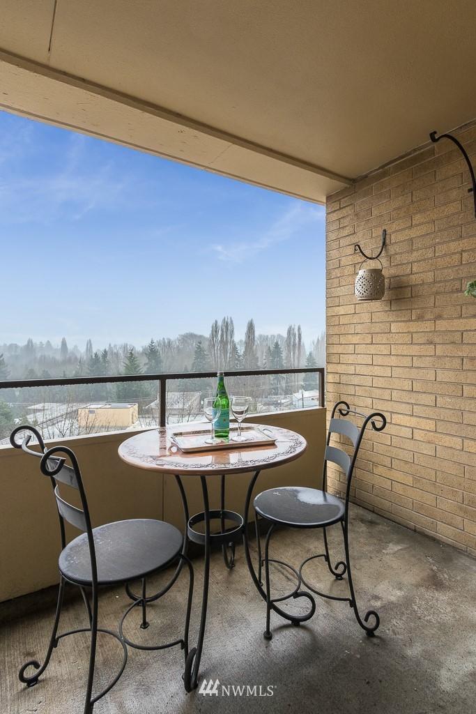 Sold Property   4545 Sand Point Way NE #806 Seattle, WA 98105 3