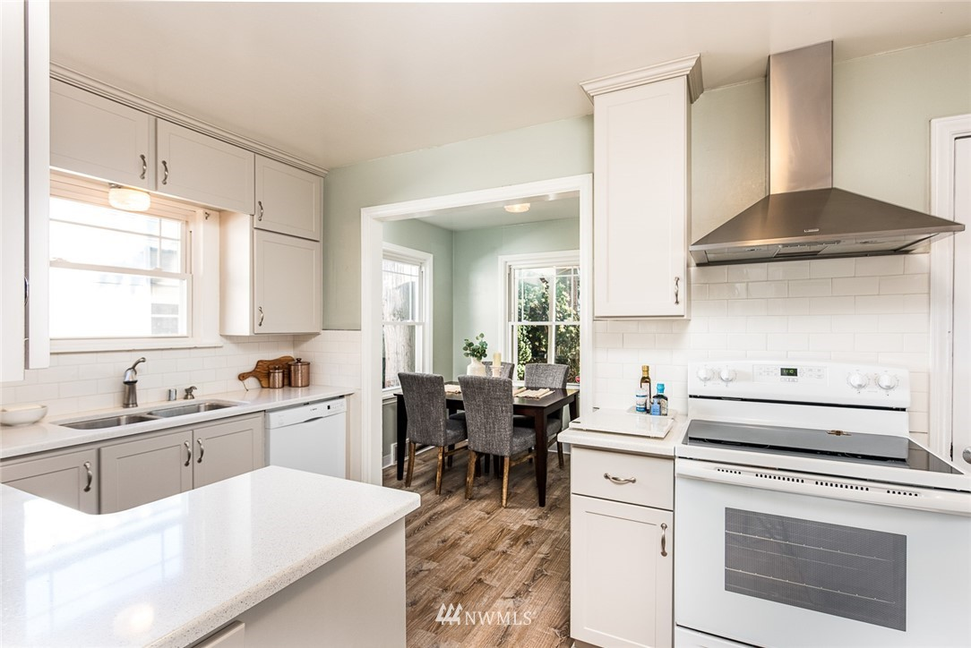 Sold Property | 7520 Earl Avenue NW Seattle, WA 98117 4