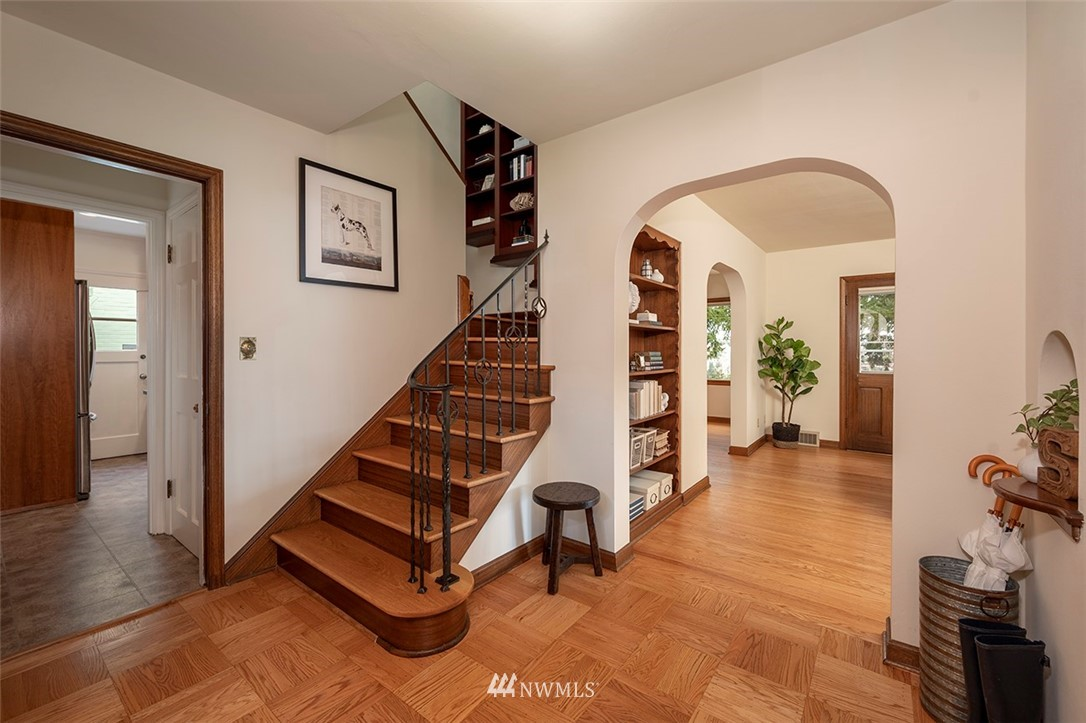 Sold Property | 2820 39th Ave W Seattle, WA 98199 2