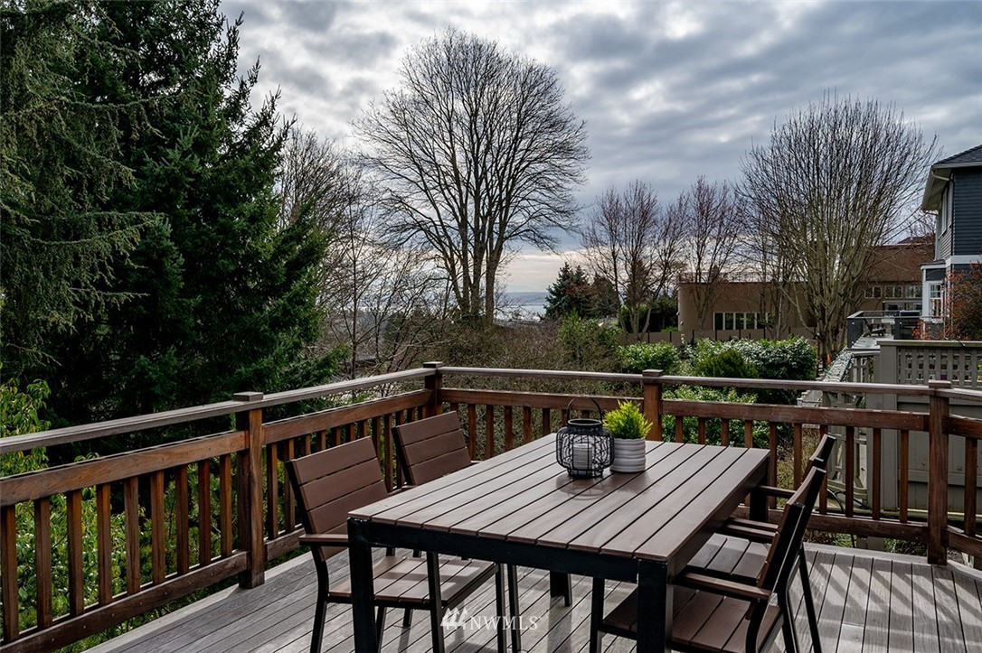 Sold Property | 2820 39th Ave W Seattle, WA 98199 31