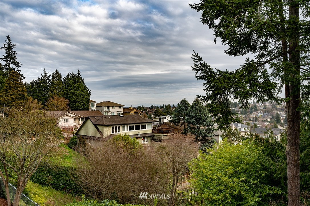 Sold Property | 2820 39th Ave W Seattle, WA 98199 32
