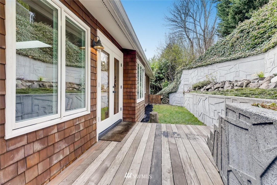 Sold Property   3601 Perkins Lane W Seattle, WA 98199 33