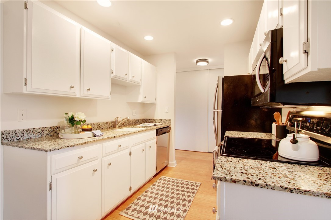 Sold Property | 75 E Lynn Street #303 Seattle, WA 98102 6