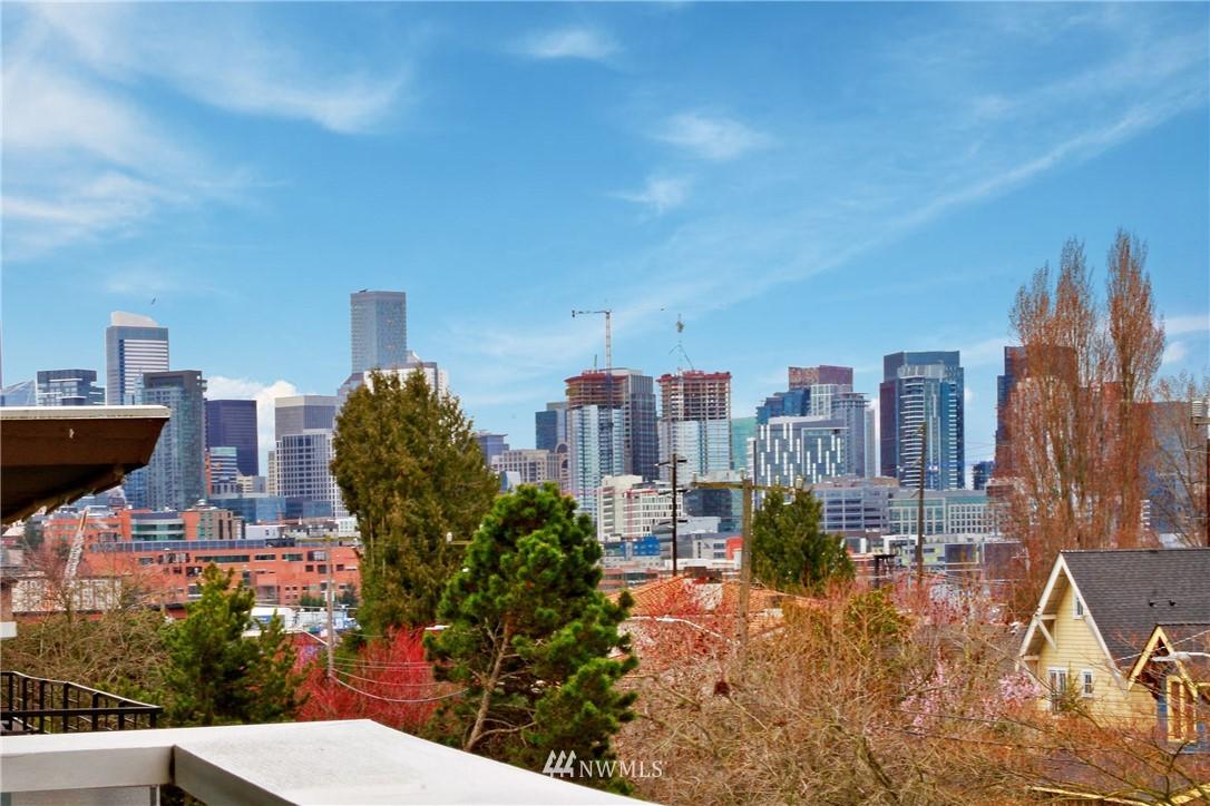Sold Property | 75 E Lynn Street #303 Seattle, WA 98102 12