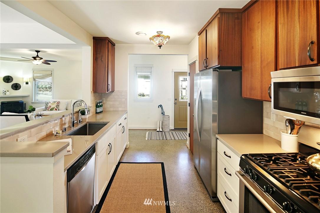 Sold Property   433 N Fish Singer Place Shoreline, WA 98133 9