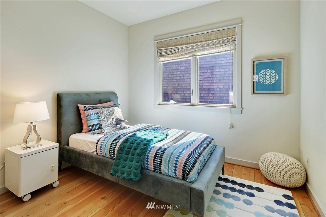 Sold Property   433 N Fish Singer Place Shoreline, WA 98133 15