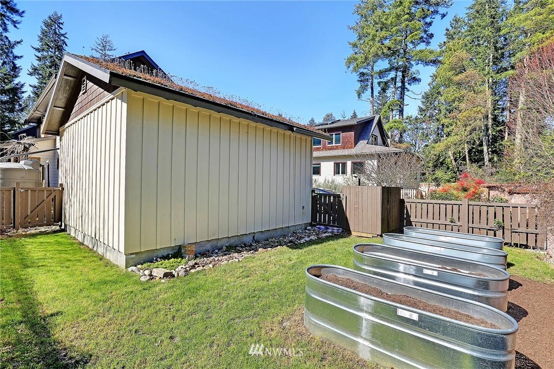 Sold Property   433 N Fish Singer Place Shoreline, WA 98133 23