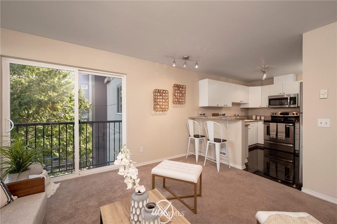 Sold Property | 323 Queen Anne Avenue N #413 Seattle, WA 98109 5