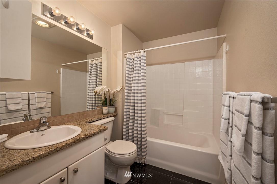 Sold Property | 323 Queen Anne Avenue N #413 Seattle, WA 98109 11