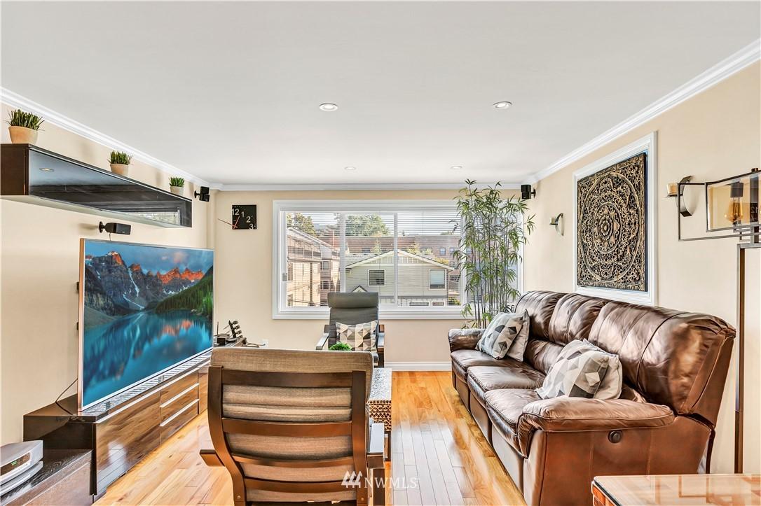 Sold Property | 919 2nd Avenue W #408 Seattle, WA 98119 3