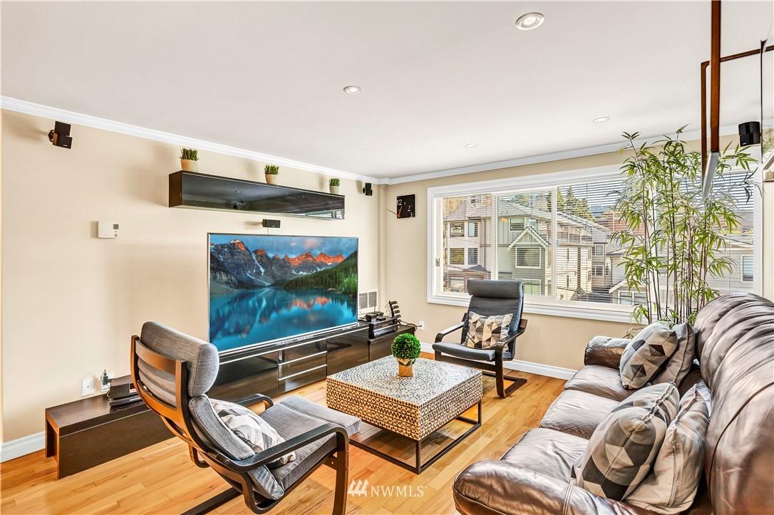 Sold Property | 919 2nd Avenue W #408 Seattle, WA 98119 4