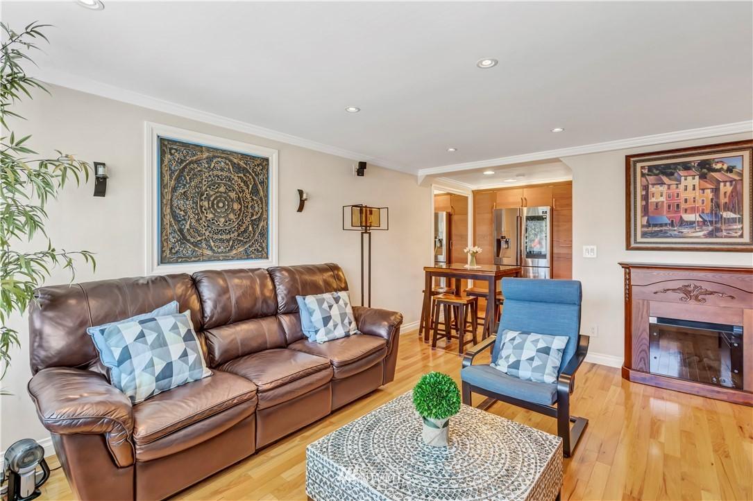 Sold Property | 919 2nd Avenue W #408 Seattle, WA 98119 6