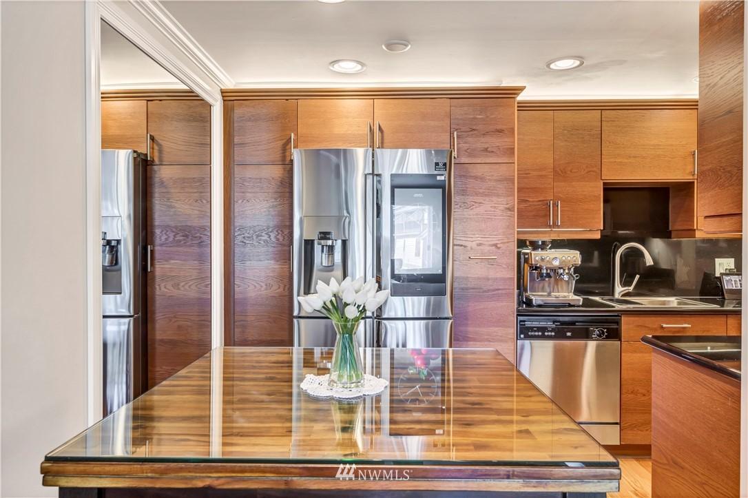 Sold Property | 919 2nd Avenue W #408 Seattle, WA 98119 8