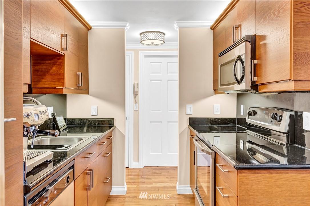 Sold Property | 919 2nd Avenue W #408 Seattle, WA 98119 11