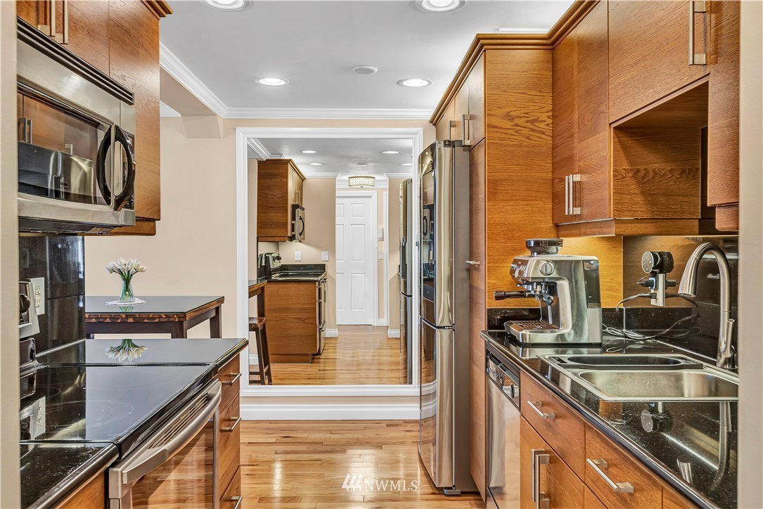 Sold Property | 919 2nd Avenue W #408 Seattle, WA 98119 12