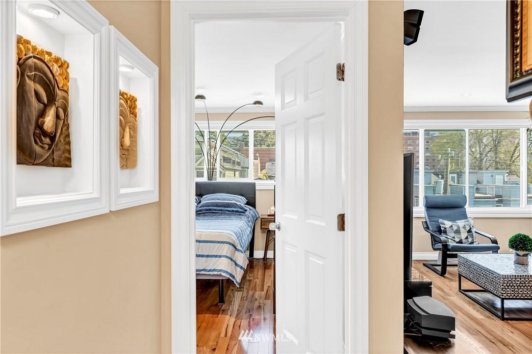 Sold Property | 919 2nd Avenue W #408 Seattle, WA 98119 16