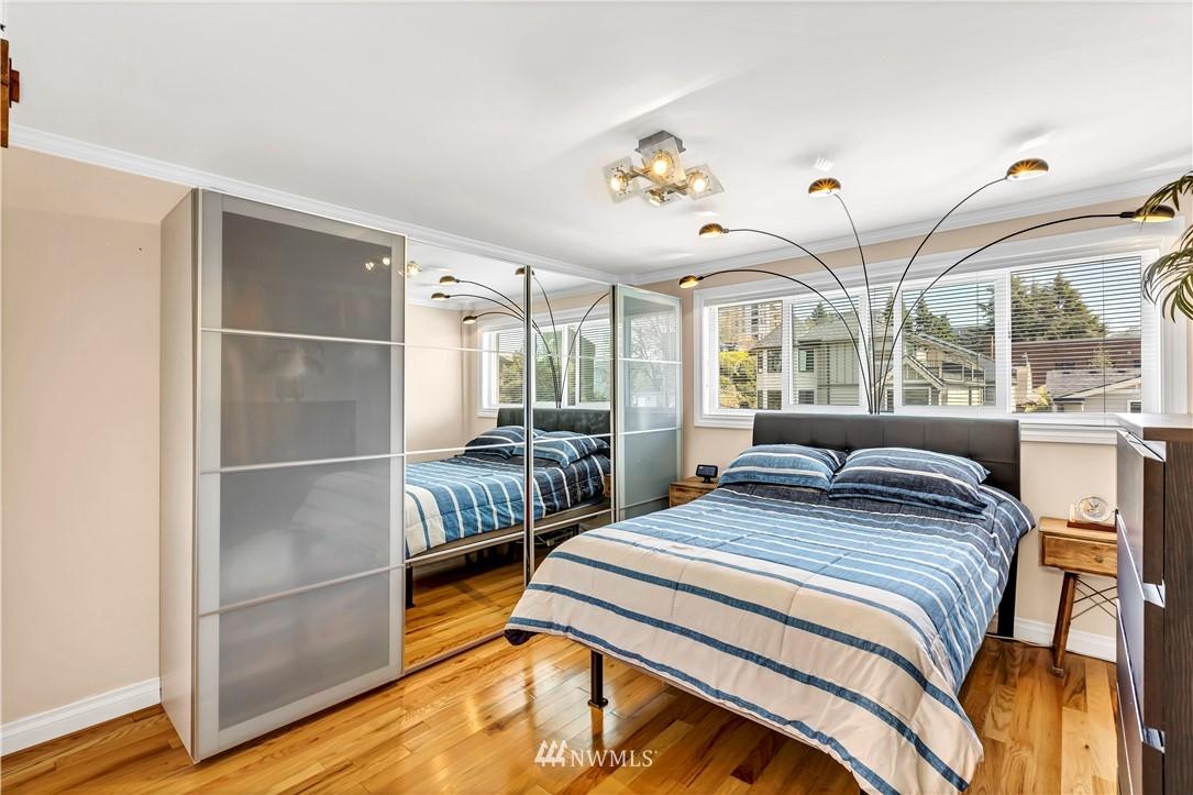 Sold Property | 919 2nd Avenue W #408 Seattle, WA 98119 17