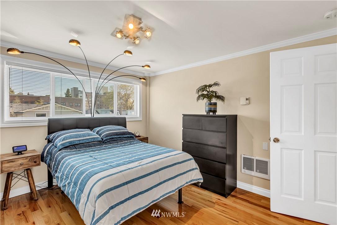 Sold Property | 919 2nd Avenue W #408 Seattle, WA 98119 19