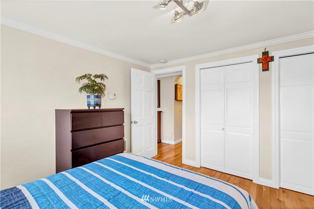Sold Property | 919 2nd Avenue W #408 Seattle, WA 98119 20