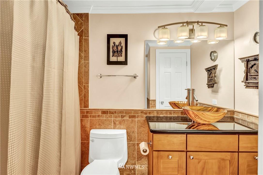 Sold Property | 919 2nd Avenue W #408 Seattle, WA 98119 21