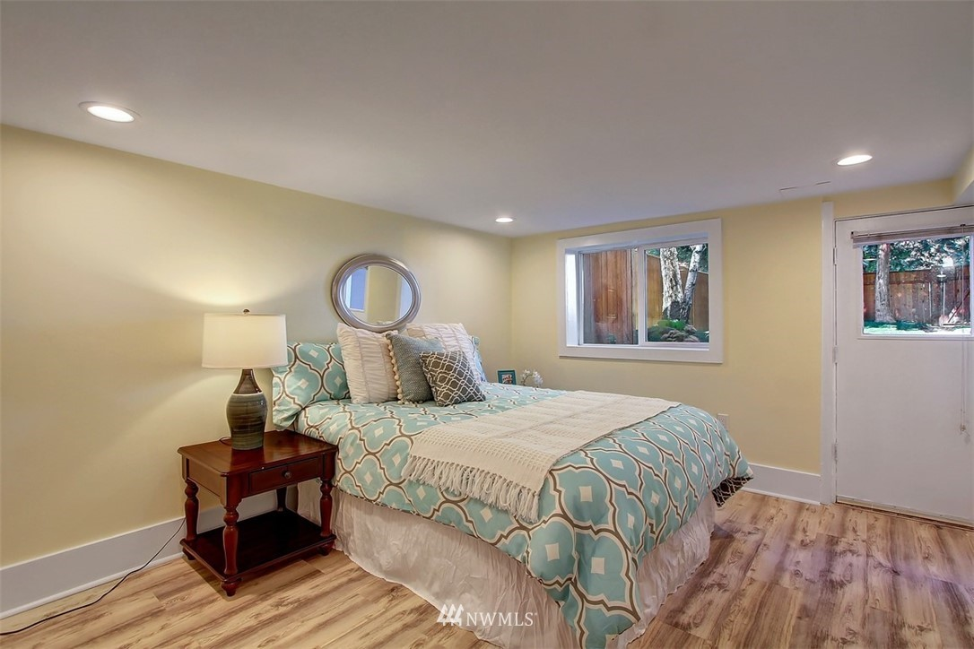 Sold Property   514 N 79th Street Seattle, WA 98103 15
