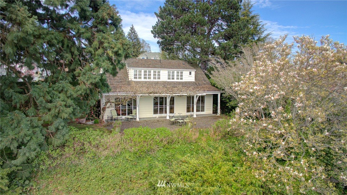 Sold Property | 5600 Ann Arbor Avenue NE Seattle, WA 98105 4