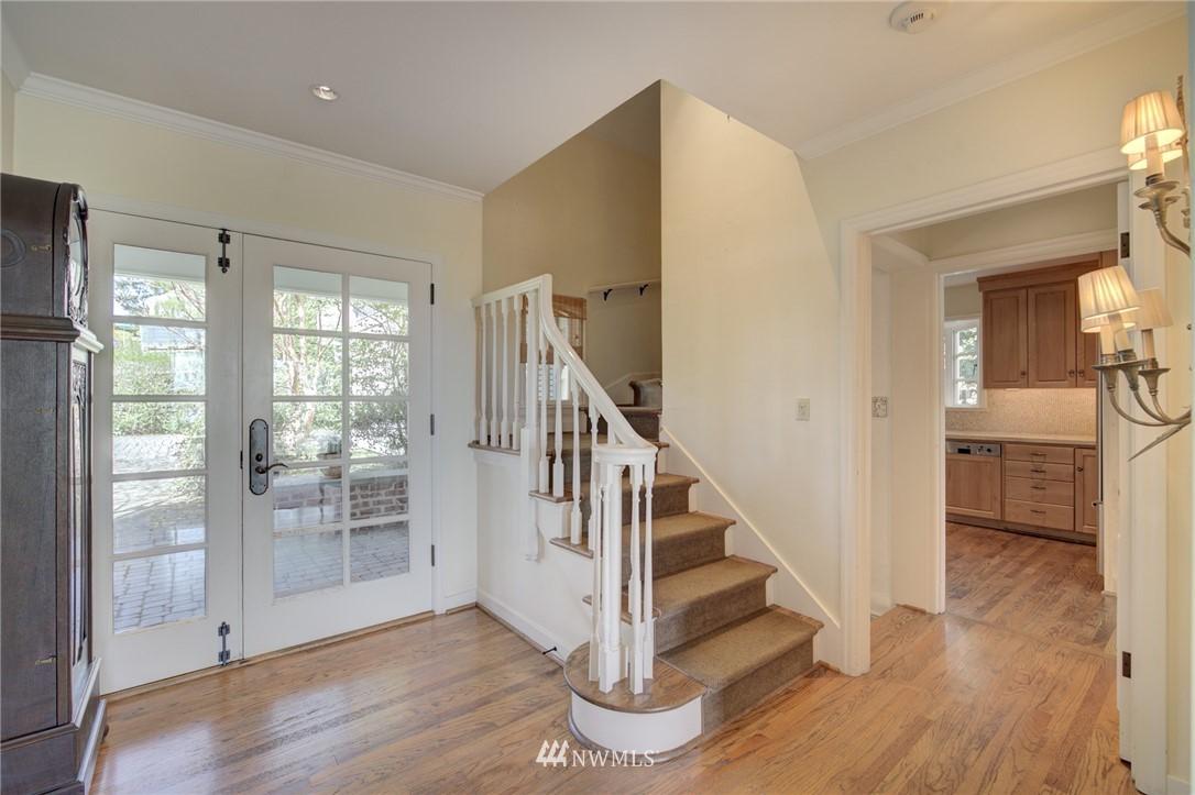 Sold Property | 5600 Ann Arbor Avenue NE Seattle, WA 98105 9