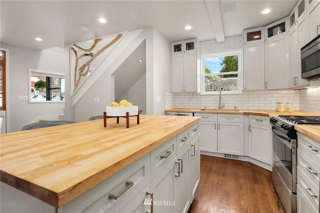 Sold Property   9610 8th Avenue NE Seattle, WA 98115 7
