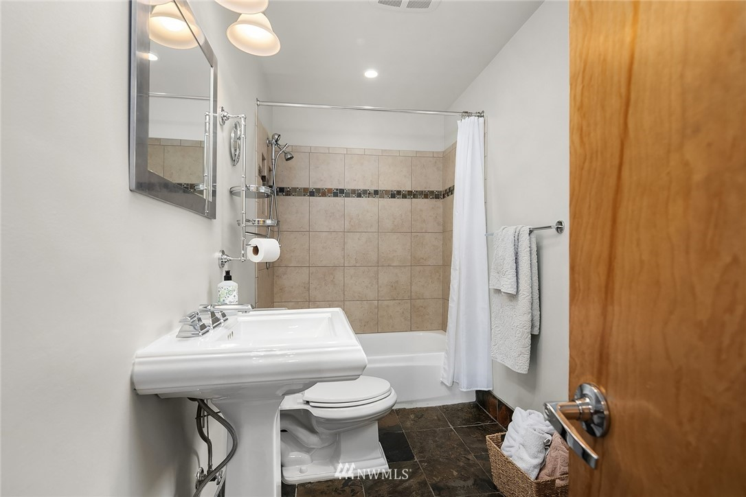 Sold Property   9610 8th Avenue NE Seattle, WA 98115 11
