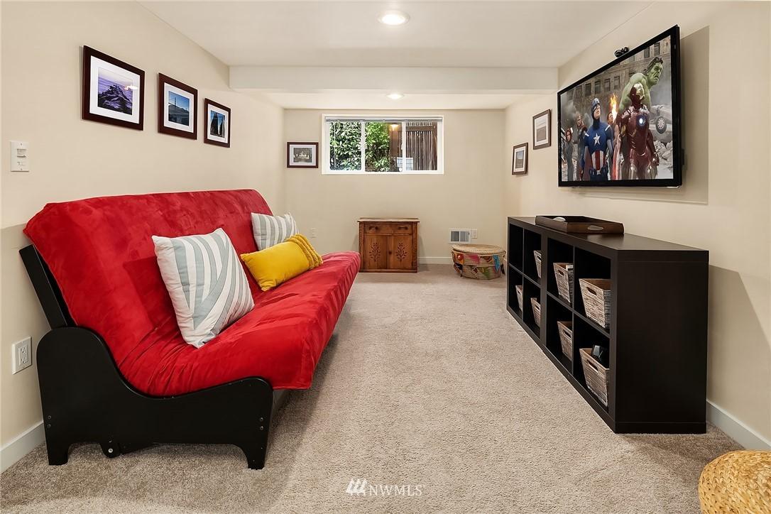 Sold Property   9610 8th Avenue NE Seattle, WA 98115 18