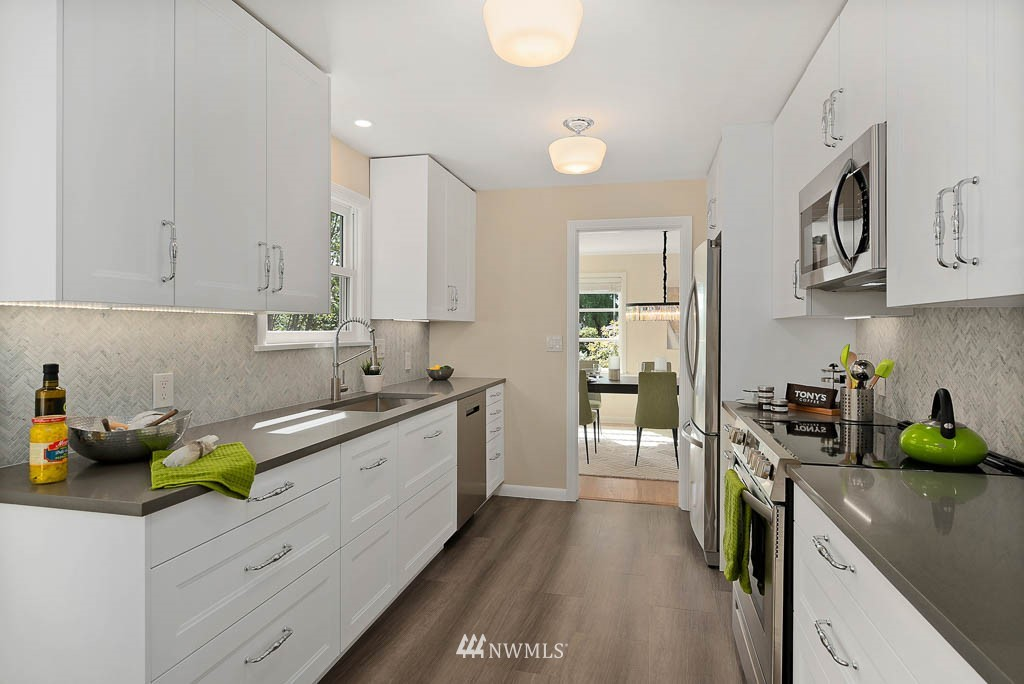 Sold Property | 8008 21st Avenue NW Seattle, WA 98117 9