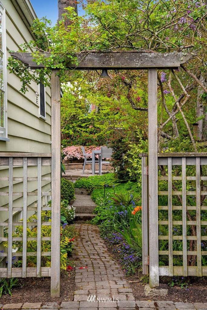 Sold Property | 8008 21st Avenue NW Seattle, WA 98117 27