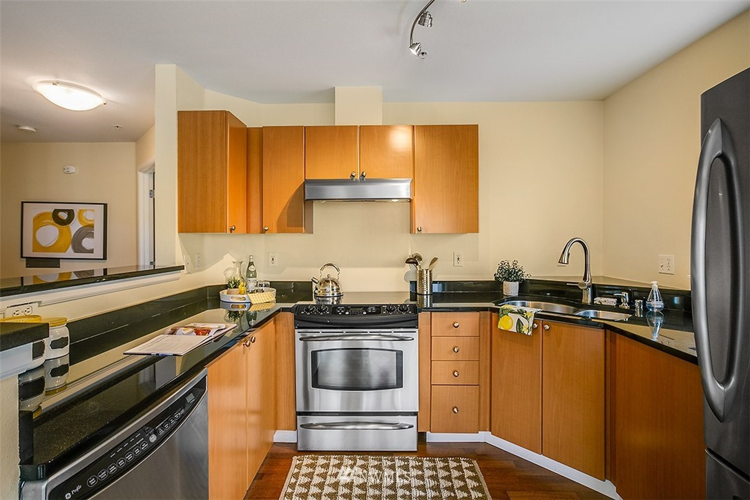 Sold Property | 621 5th Avenue N #409 Seattle, WA 98109 3