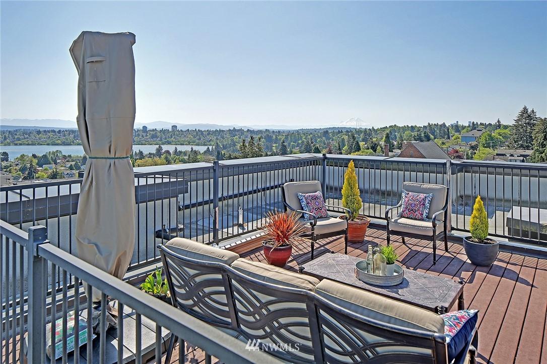 Sold Property | 7116 Greenwood Avenue N #403 Seattle, WA 98103 23