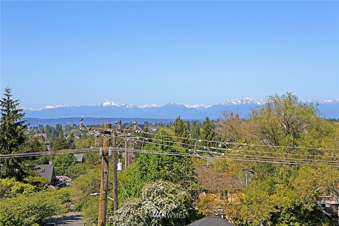 Sold Property | 7116 Greenwood Avenue N #403 Seattle, WA 98103 25